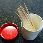 Mixing vessel and toothpicks